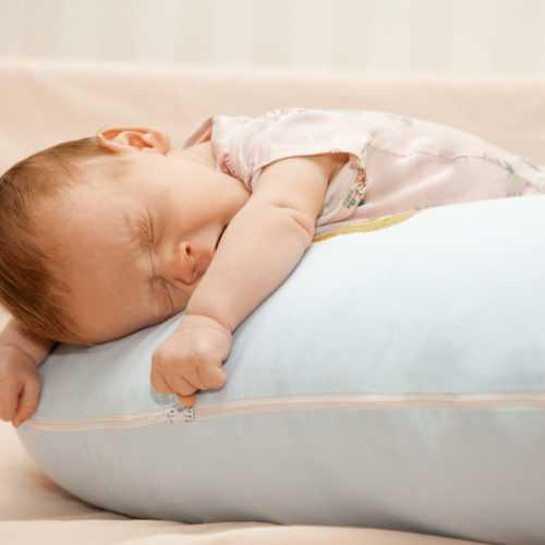 Уход за новорождённым ребёнком: как его правильно