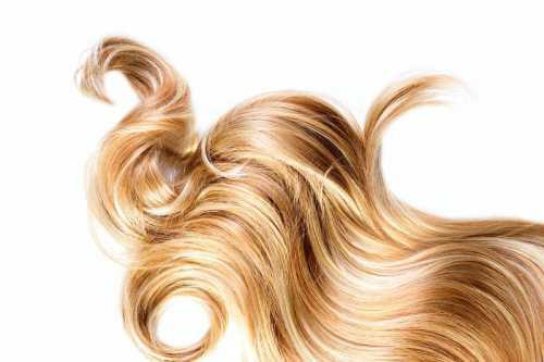 Подтверждением этого может стать то, что распределять мусс по волосам можно голыми руками