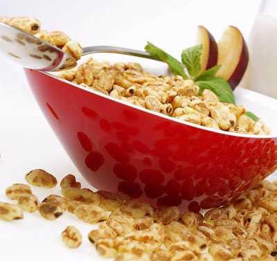 Жирные молочные продукты, речь идет о йогуртах, сырах, сметане, сливках
