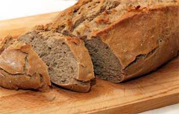 Когда она прокисает, то появляются пузырьки на поверхности и характерный запах свежего хлебного кваса