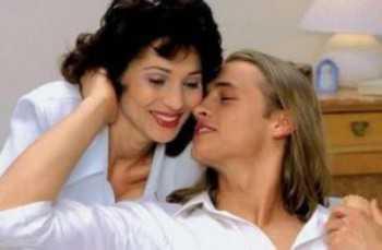 Для большинства девушек, женщин, для счастья необходим в первую очередь любящий, а потом уже любимый мужчина рядом