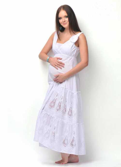 Также, безусловно, привлекательно смотрятся платья в золотом и пастельных нежных тонах , Совсем недавно одежда для беременных представляла собой бесформенные балахоны и огромные штаны