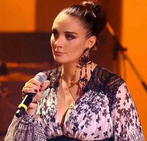 Ирина Безрукова поразила публику откровенным платьем