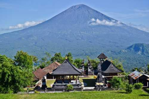 Вулкан Агунг последние новости с острова Бали Из первых рук